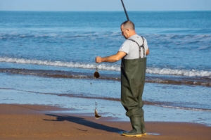 pescatore che indossa Waders