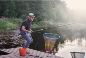 La cattura del pesce tinca al lago