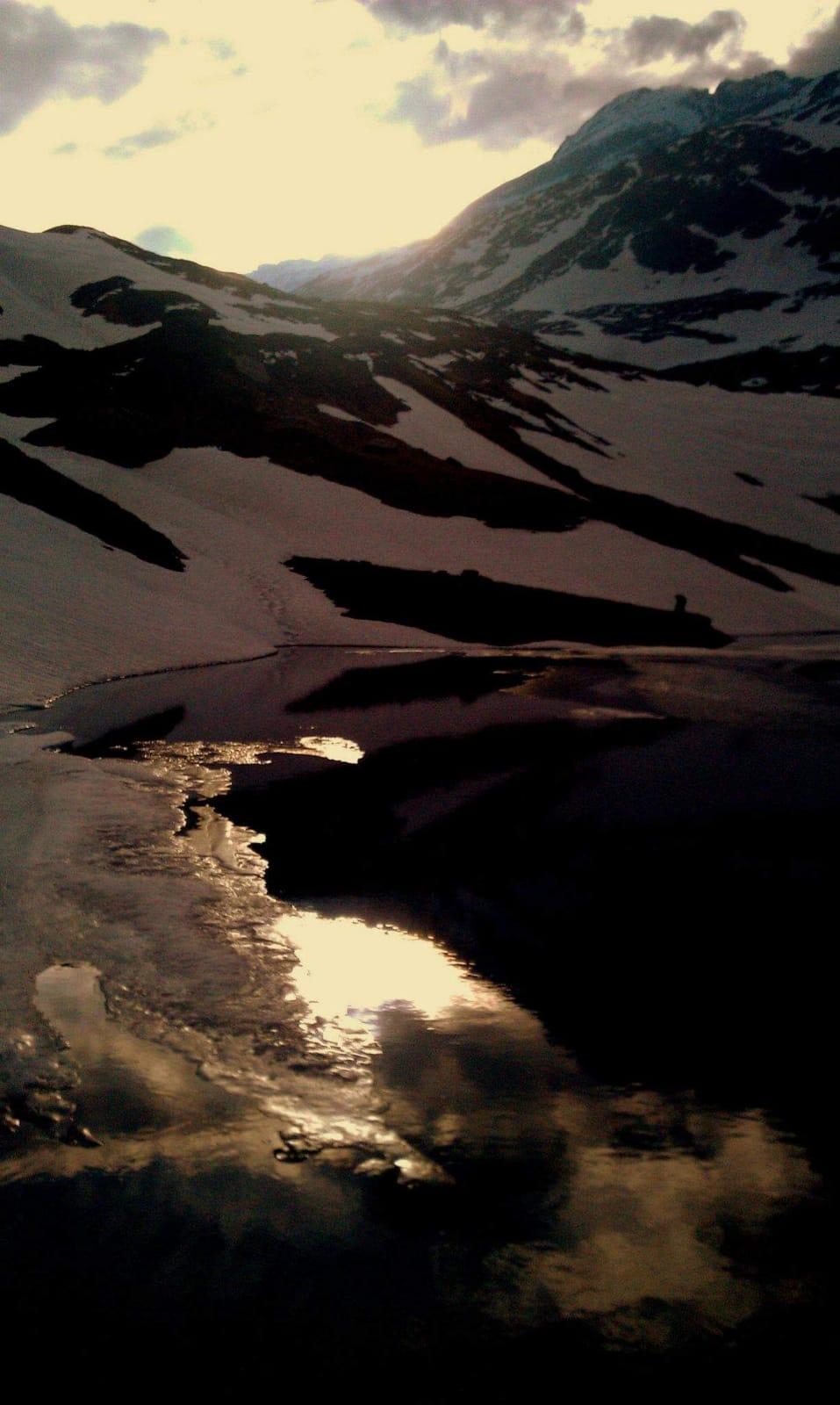 acque del lago Emet
